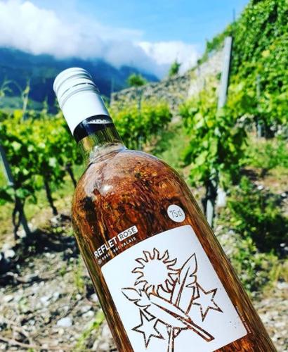 bouteille de vin rose personnalisee domaine des cretes